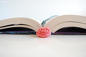 Marque-page au crochet en forme de rose