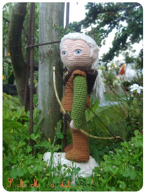 s-a-m-a-dit-le-petit-frere-de-legolas-creation-crochet-laine-poupee-elfe-personnage-archer